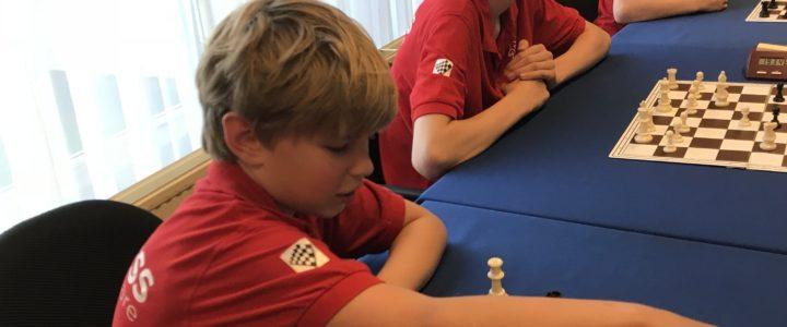 Warme 2e speelavond Merwede jeugdschaakcompetitie: Van lekke band tot chipsmoment